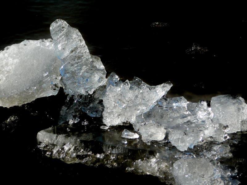 Iscrystall från den djupfrysta Tisa floden royaltyfri fotografi