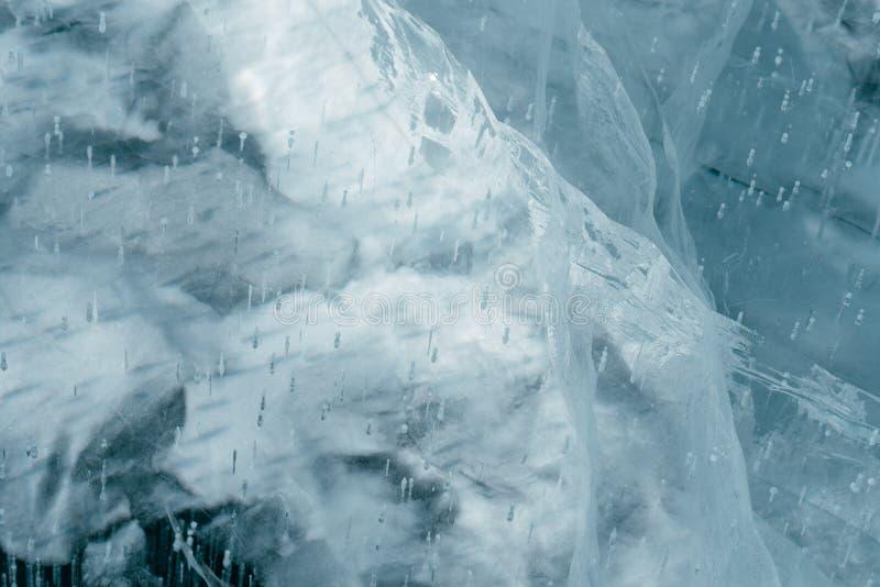 Isen som knäckas på en sjö royaltyfria bilder
