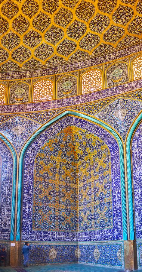 Details of interior of Sheikh Lotfollah Mosque, Isfahan, Iran. ISFAHAN, IRAN - OCTOBER 21, 2017: The picturesque tile patterns in prayer hall of Sheikh Lotfollah stock images