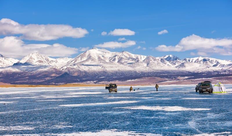 Isfiske på sjön Hovsgol arkivfoton