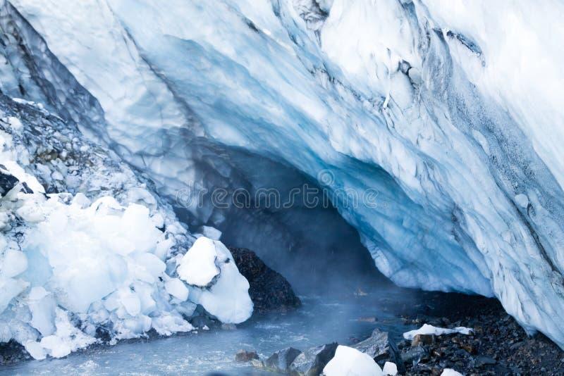 Isgrottor nära Kverfjoll område, Island natur arkivbilder