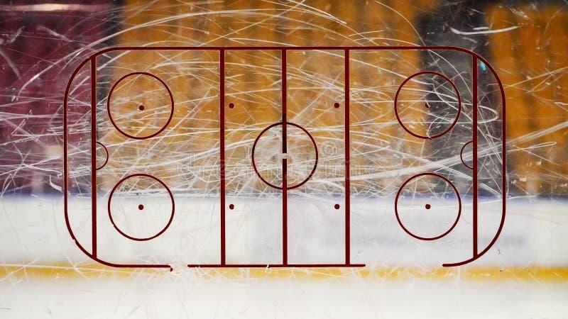 Ishockeyisbana på exponeringsglas arkivfoton