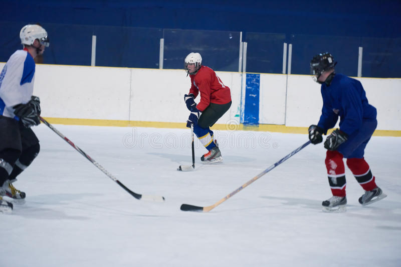 Ishockeysportspelare royaltyfria bilder
