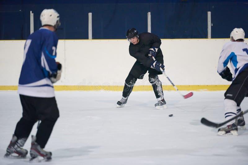 Ishockeysportspelare arkivbilder