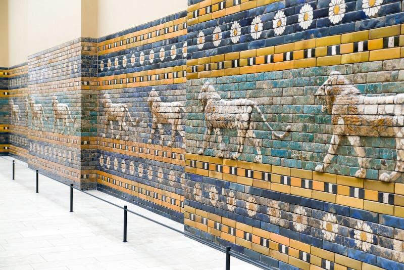 Ishtar port från Babylon i det Pergamon museet, Berlin - Tyskland arkivbilder