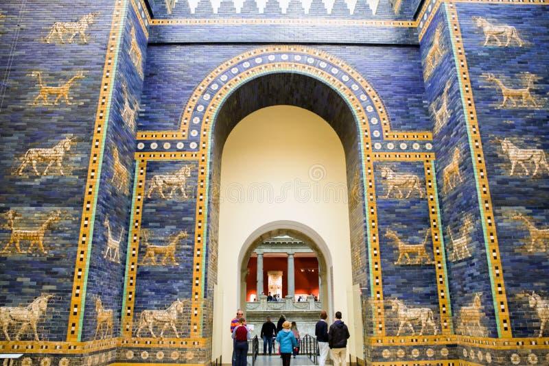 Ishtarpoort van Babylon in Pergamon-museum, Berlijn - Duitsland stock foto