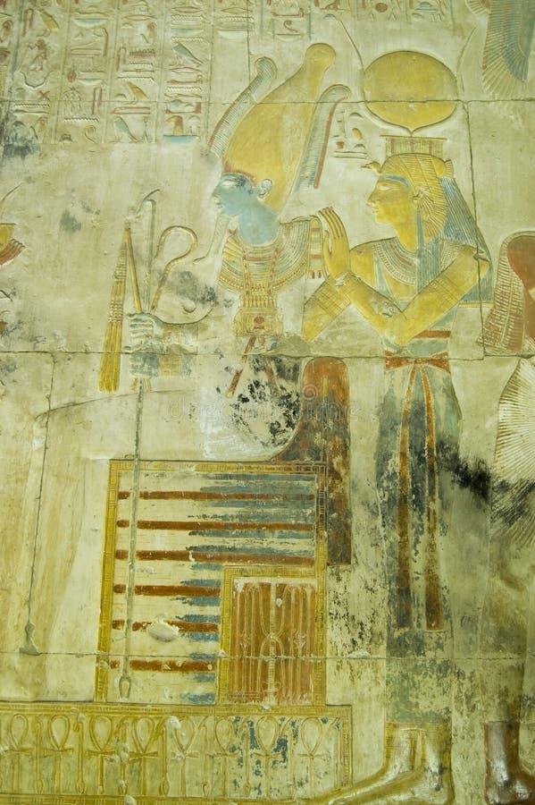 Isis和Osiris古老雕刻, Abydos 免版税库存照片