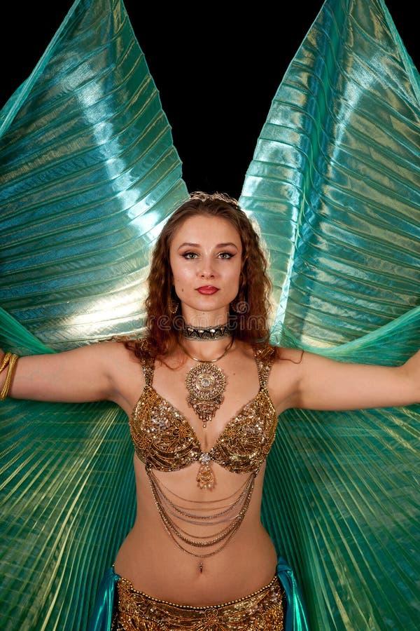 isis танцора живота представляя крыла молодые стоковое фото rf