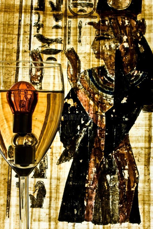 ISIS cunjured dos incandencent en vino fotografía de archivo