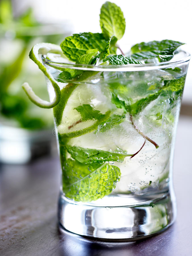 Iskall mojitococtail arkivfoto