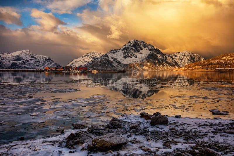 Iskall sjö för vinterlandskap