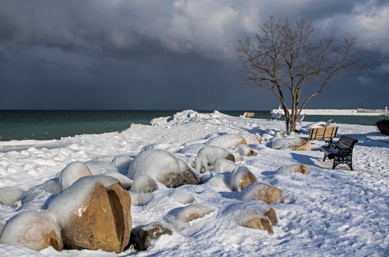 Iskall strand parkerar i Meaford, Ontario, Kanada arkivbilder