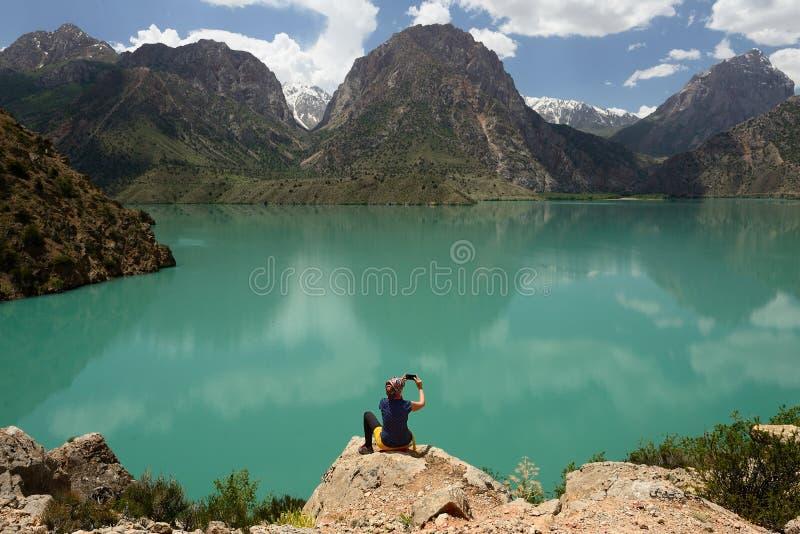 Iskander Kula błękitny halny jezioro w fan górach, Tajikistan fotografia stock