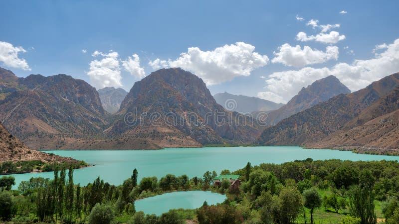 Iskanderkul в горах Fann, принятых в Таджикистан в августе 2018 принятый в hdr стоковая фотография