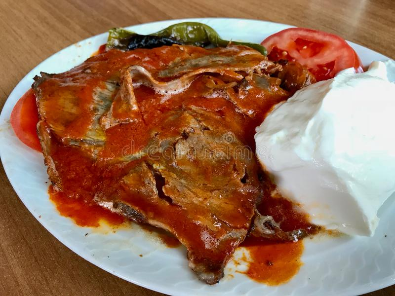 Iskender Doner/Turks Traditioneel Voedsel met Yoghurt/Yoghurt stock fotografie