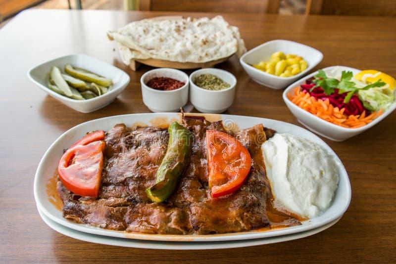 Iskender/türkisches traditionelles Lebensmittel lizenzfreie stockfotografie