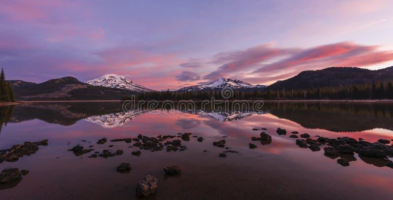 Iskry Jeziorne przy wschodem słońca, Środkowy Oregon zdjęcia stock