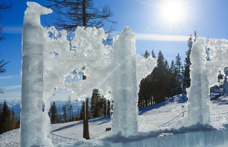 Is- iskvarter i solsken fotografering för bildbyråer