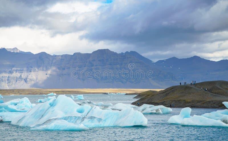 Islândia - em setembro de 2014 - lagoa glacial de Jokulsarlon/lago da geleira, Islândia Jokulsarlon é um grande lago glacial no s fotos de stock