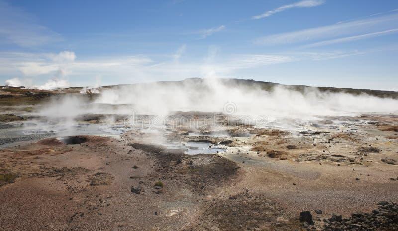 Islândia. Península de Reykjanes. Área geotérmica de Gunnuhver. Ebulição fotos de stock royalty free