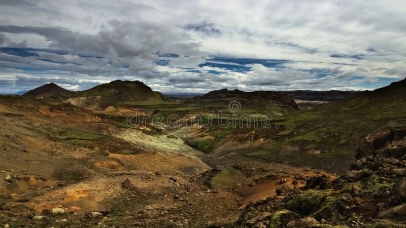 Isländska högländer inte långt från Reykjavik royaltyfria bilder