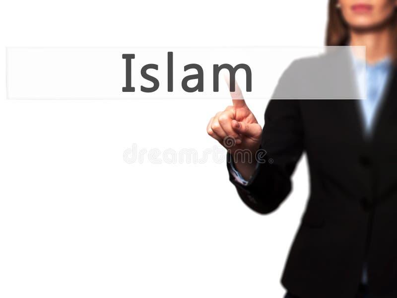 Islã - botão da pressão de mão da mulher de negócios no tela táctil fotos de stock royalty free
