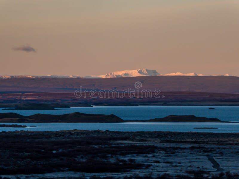 Isl?ndia - nascer do sol sobre campos de lava fotos de stock royalty free