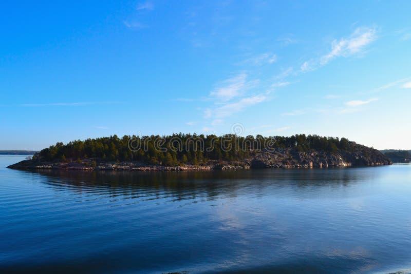 Download Isla foto de archivo. Imagen de día, océano, horizonte - 42441404