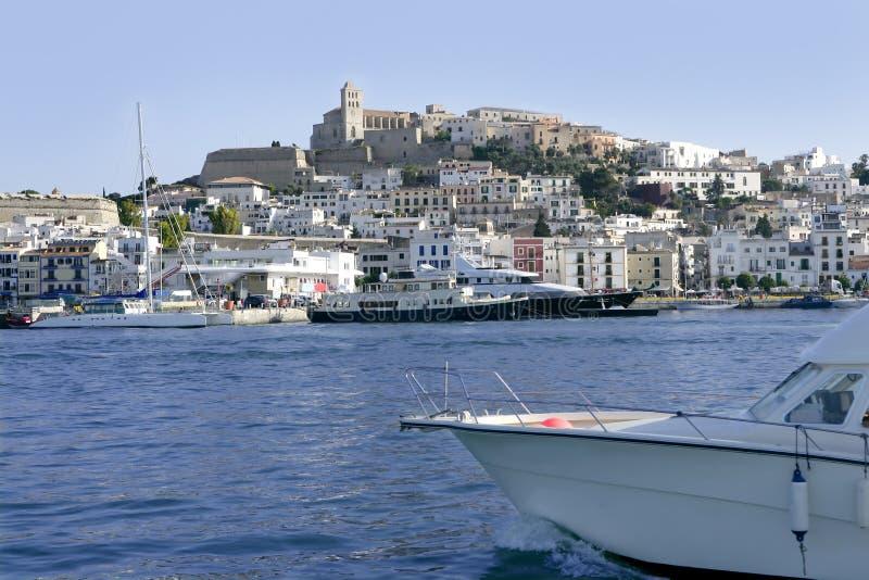 Isla blanca mediterránea balear de Ibiza en España foto de archivo