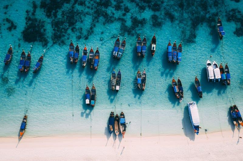Isla Crystal Clear Sea, azul, palmas de Paradise, en fyre foto de archivo libre de regalías