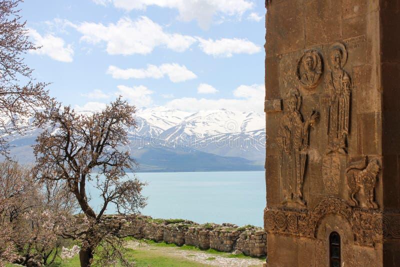 Isla de Akdamar y el pavo armenio de la iglesia imagen de archivo libre de regalías