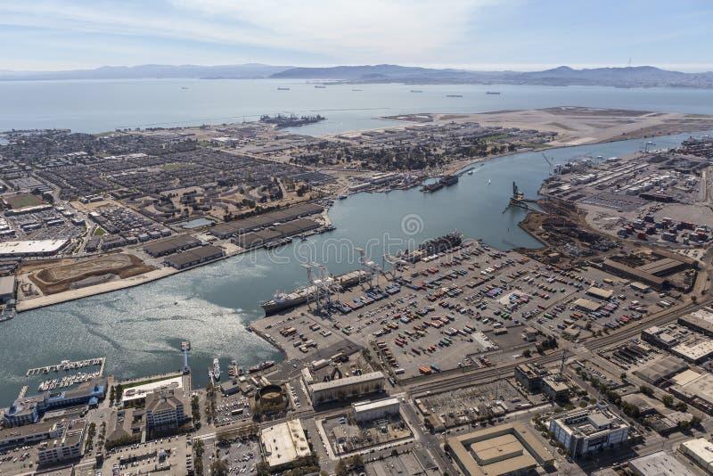 Isla de Alameda y el puerto de antena de Oakland imagen de archivo