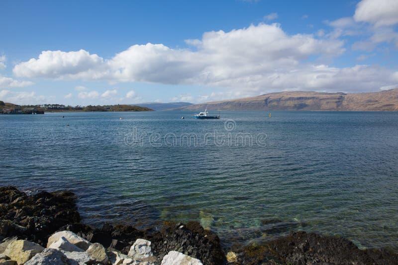 Isla de Craignure Mull Argyll y de la opinión británica de la costa de Escocia del Bute al puerto de transbordador y a Morvern fotografía de archivo libre de regalías