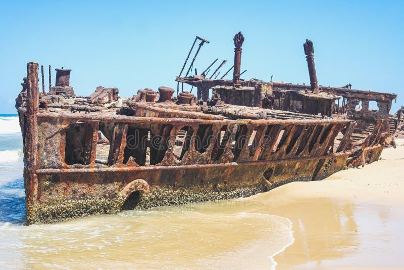 Isla de fraser histórica de la ruina del maheno de los ss Australia fotos de archivo