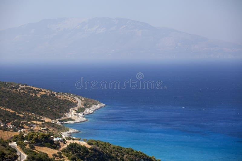 Isla de Kefalonia, visión desde la isla de Zakynthos fotografía de archivo