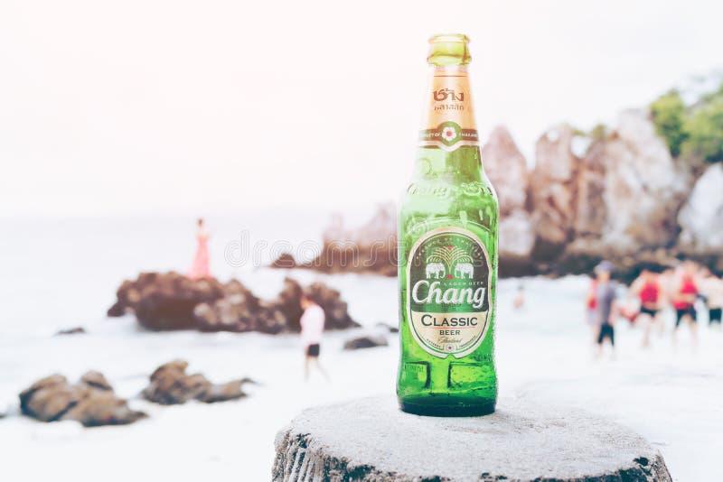 ISLA DE KHAI NAI, TAILANDIA 8 DE OCTUBRE DE 2016: Nuevo Chang Beer Bot fotos de archivo libres de regalías