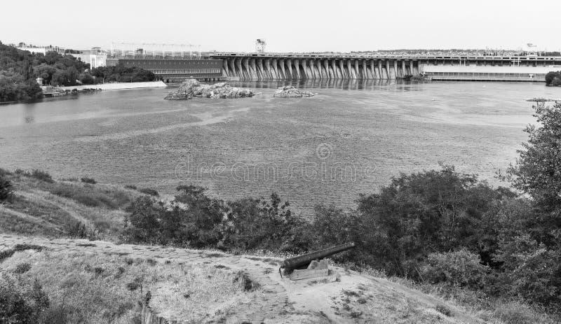 Isla de Khortytsia, río de Dnieper y central hidroeléctrico Zaporizhia, Ucrania imagenes de archivo