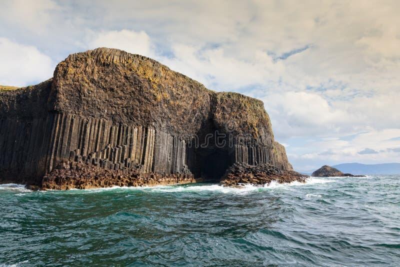 Isla de la cueva de Staffa y de Fingal imágenes de archivo libres de regalías
