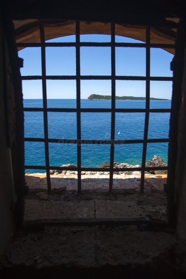 Isla de la fortaleza de Mamula, la entrada a la bahía de Boka Kotorska, Montenegro foto de archivo libre de regalías