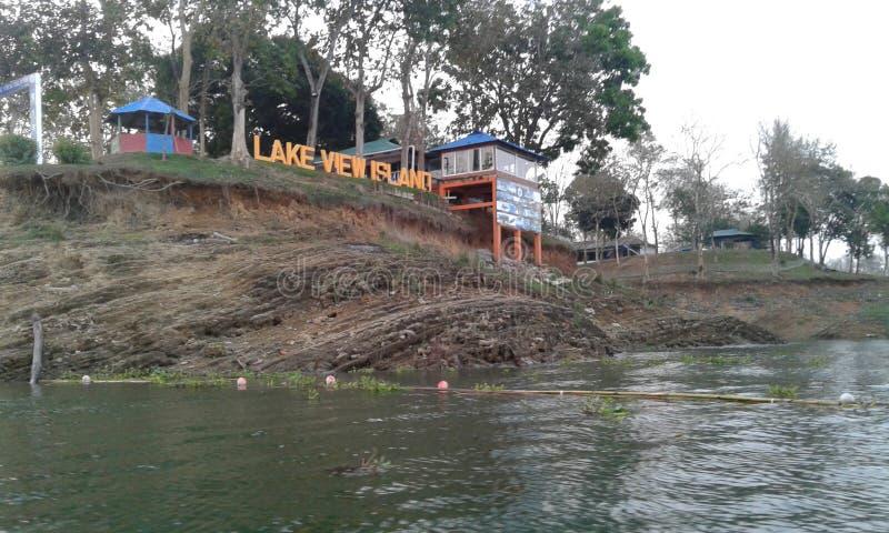 Isla de la opinión del lago imagenes de archivo