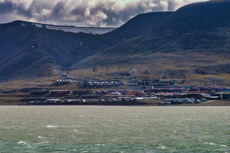 Isla de Spitsbergen en el mar ártico fotografía de archivo libre de regalías