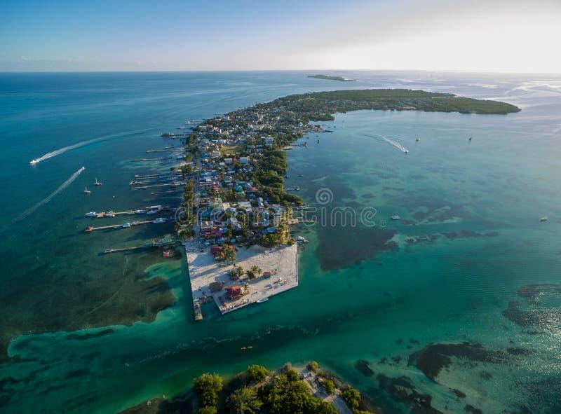 Isla del calafate de Caye en el mar del Caribe belice Mar del Caribe en fondo foto de archivo libre de regalías