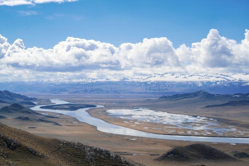 Isla del coraz?n del r?o de Kaidu en Bayanbulak en primavera foto de archivo libre de regalías