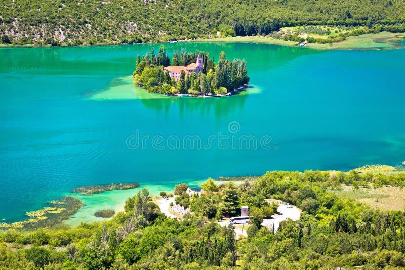 Isla del monasterio de Visovac en Krka imagenes de archivo
