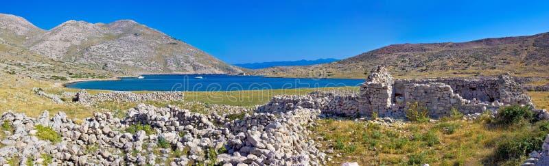 Isla del panorama de la bahía de Krk que navega fotos de archivo libres de regalías