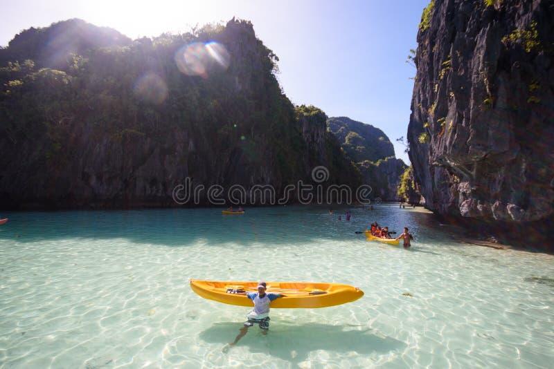 Isla del paraíso y agua cristalina del EL Nido, Palawan, phi fotografía de archivo