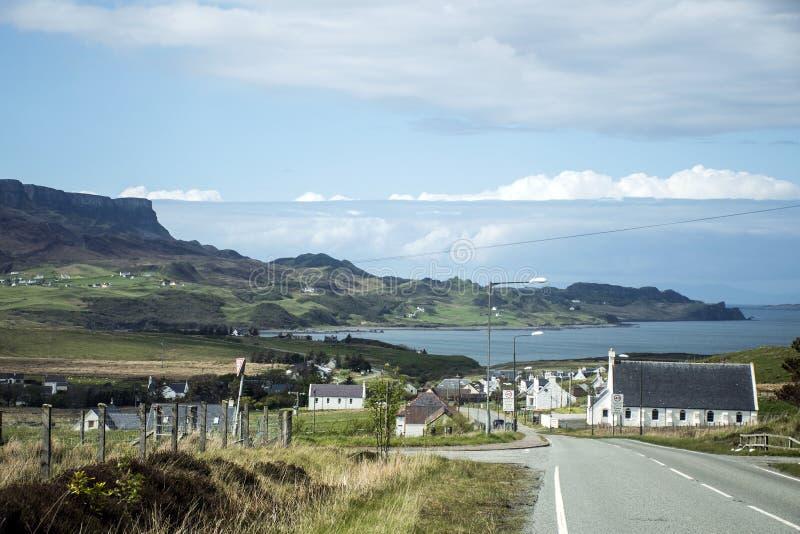 Isla del pueblo BRITÁNICO del mar de la opinión del panorama de Escocia del cielo fotos de archivo libres de regalías