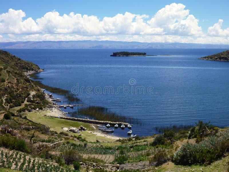 Isla del sol al titicaca di lago immagini stock