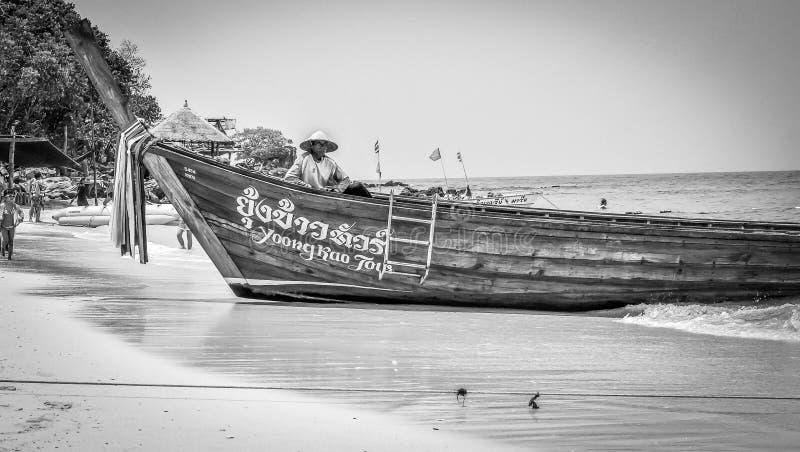 Isla deshabitada en Tailandia imagen de archivo