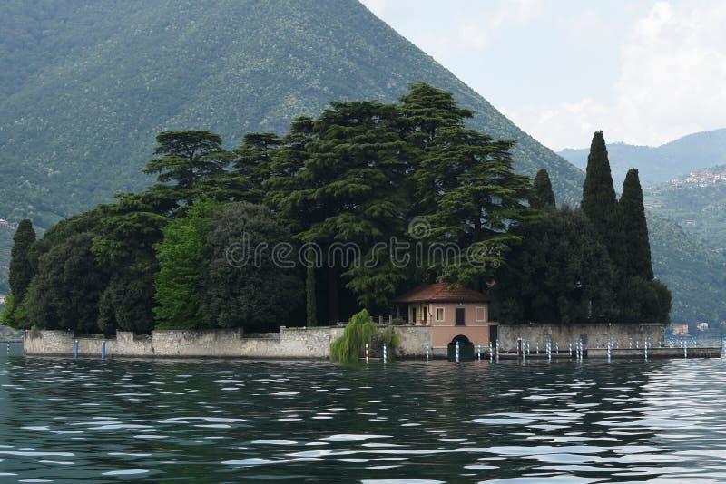 Isla en el lago fotografía de archivo libre de regalías